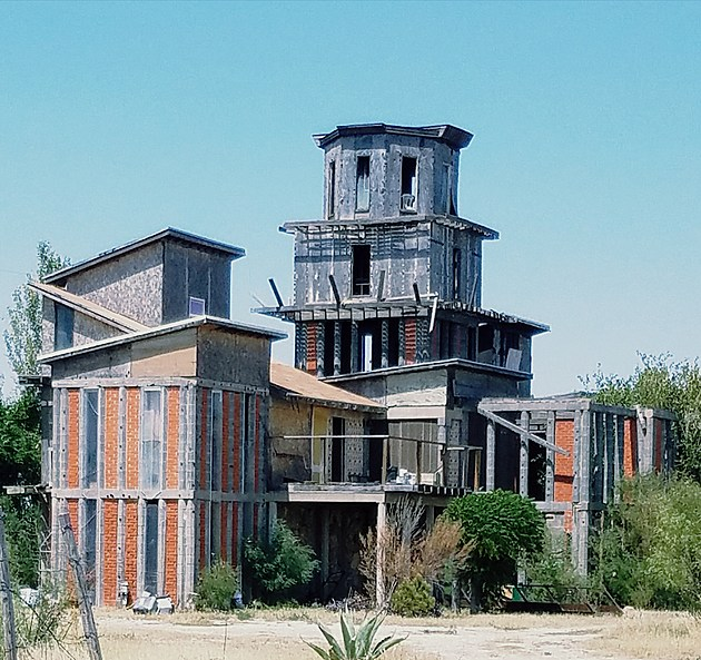 Abandoned Gardendale would be mansion